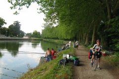 Uncooperative fishermen on Loing Canal